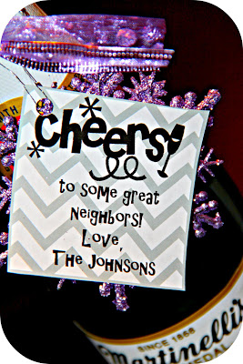 25 Easy Neighbor Gifts--also great for friends, family and co-workers.  Lots of fun ideas!