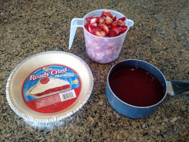 Easy Strawberry Pie--the perfect dessert for BBQs and picnics!